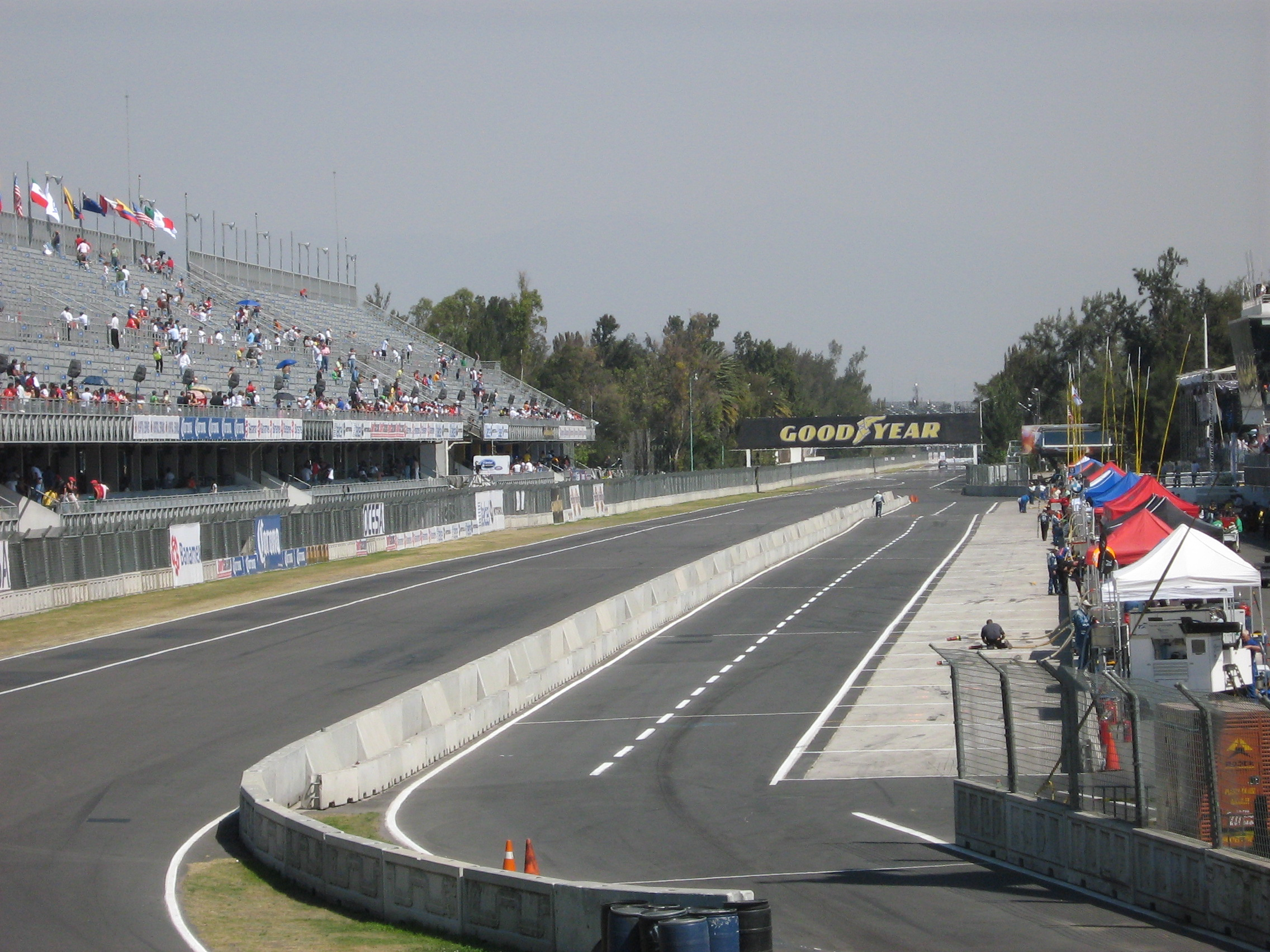 Outubro 2010 bandeira verde p gina 2 for Puerta 2 autodromo hermanos rodriguez
