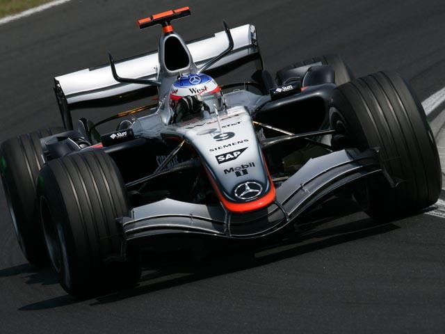 Um carro absurdamente bonito e que me passava enorme sensação de  velocidade. Este era o McLaren MP4 20 c0c8782f308