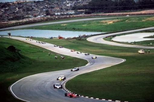 Fórmula 3000 na versão antiga de Interlagos? Quase...