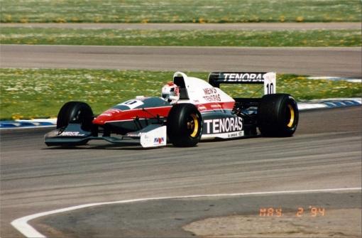 Hideki Noda, o companheiro de Pedro Paulo Diniz na Forti-Corse. Era o segundo piloto, mas conquistou os melhores resultados