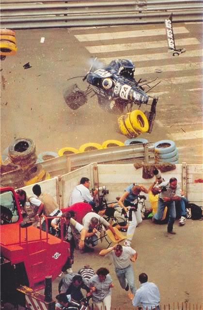 Esse é o acidente de Nicolas Leboissetier na etapa de Pau da Fórmula 3000 em 1994. O que Pedro Paulo Diniz tem a ver com isso? Leia mais abaixo