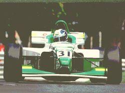 O carro da equipe Shannon de Fórmula 3000, pilotado pelo italiano Luca Rangoni em Pau