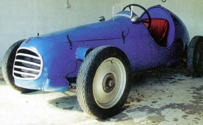 Olha que baratinha graciosa! Esse carrinho de brinquedo foi nada menos que o primeiro carro da AGS, o JH1
