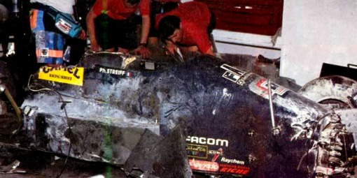 Os destroços trancafiados do carro da AGS