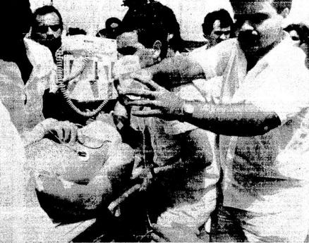 Philippe Streiff no momento em que era levado ao hospital, pouco (ou não) após o acidente