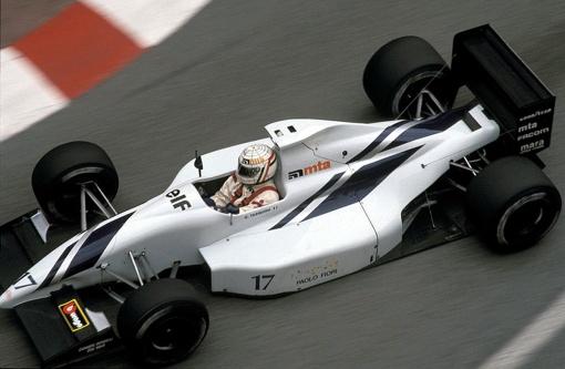 Imagem rara: Gabriele Tarquini participando de uma corrida de Fórmula 1 em 1991, nesse caso em Mônaco