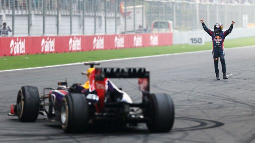 "O ""rebelde"" Sebastian Vettel, que teve de pagar 25 mil euros pelo crime de fazer uns donuts após a corrida"