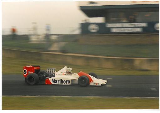 Modena em Donington, onde fez uma de suas melhores corridas na temporada