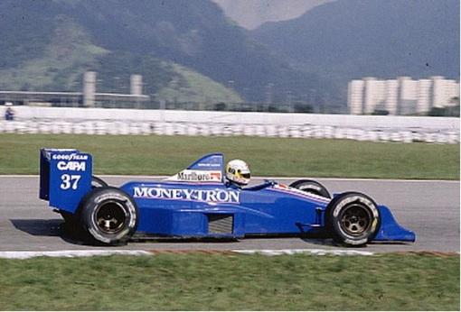 Bertrand Gachot em suas primeiras voltas oficiais a bordo de um carro de Fórmula 1