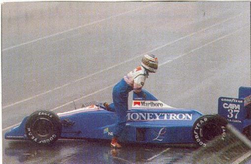 Lehto e seu pequeno acidente na primeira largada do GP da Austrália, o último do ano