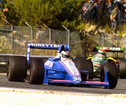 Johansson à frente da Benetton de Emanuele Pirro